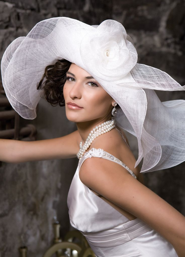 This hat is just perfect for a Derby Day...it sure suites every women...and every women should had a hat like this one...