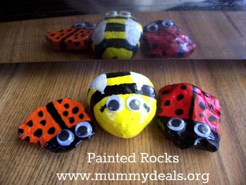 Painted Rocks are an easy craft to do with kids.  #mummydeals.org Operation Christmas Child is run by Samaritans Purse. It is a ministry that helps kids by giving them Christmas in a shoebox by packing gifts, toys and prayers for children in a simple shoebox for Christmas.