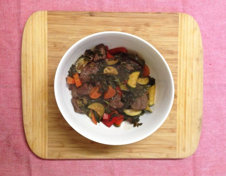 Ginger, tamari and sriracha kangaroo with kale and vegies. Recipe on the blog. #fixingwithfood #iqs #fodmaps #paleo #glutenfree