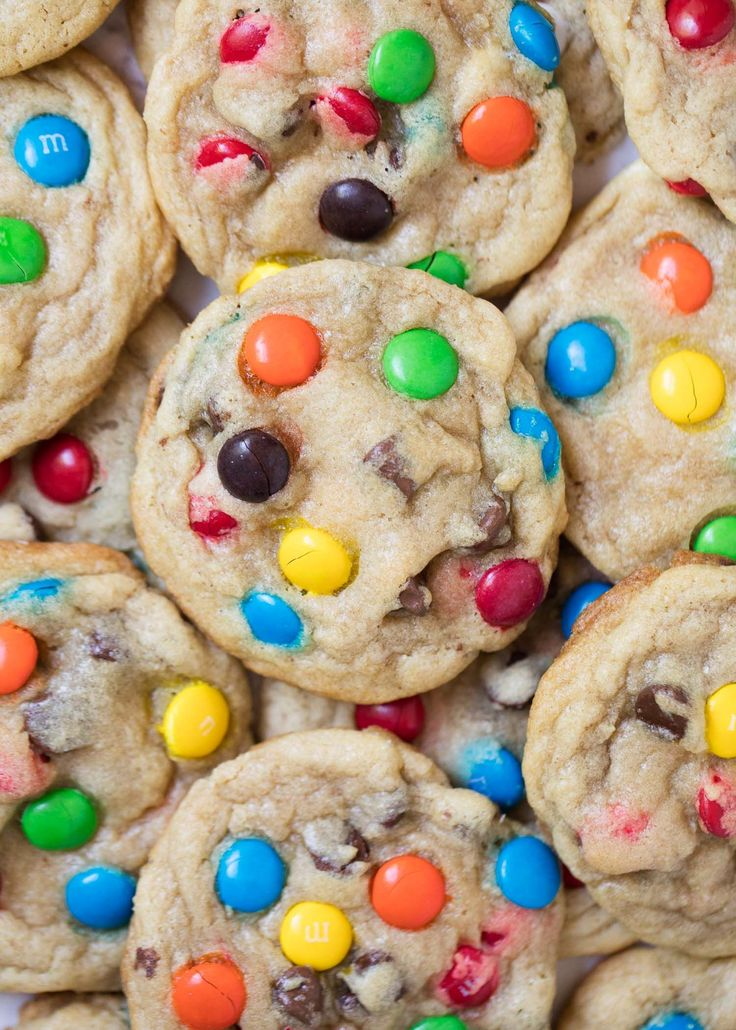 BEST M&M cookies- super soft, chewy, crispy edges and full of chocolate! Taste like they came straight from a bakery! It's no secret that I love chocolate chip cookies. They are my weakness. Throw some M&M's in the mix and I'm in heaven. There's just something about a warm chocolate chip M&M cookie that reminds …
