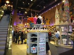 Resultado de imagen para disney store  new york
