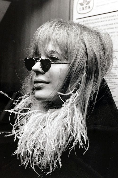 Marianne Faithfull, pictured at Heathrow Airport en-route to an Italian pop festival, 1967. I covet those sunglasses.