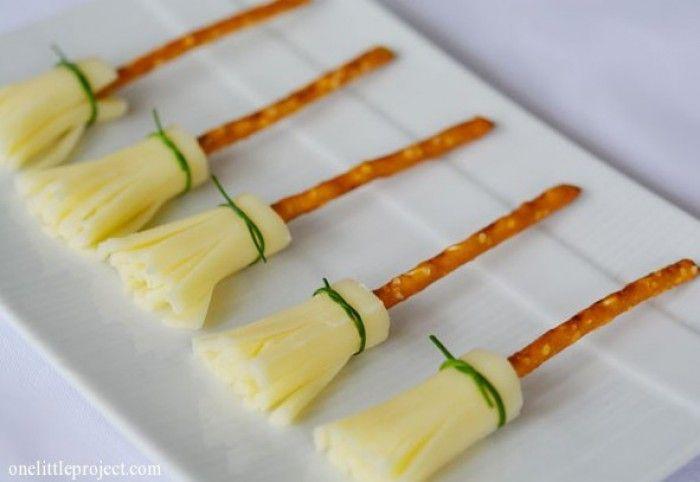 Bezemstelen van kaas, pretzels en bieslook