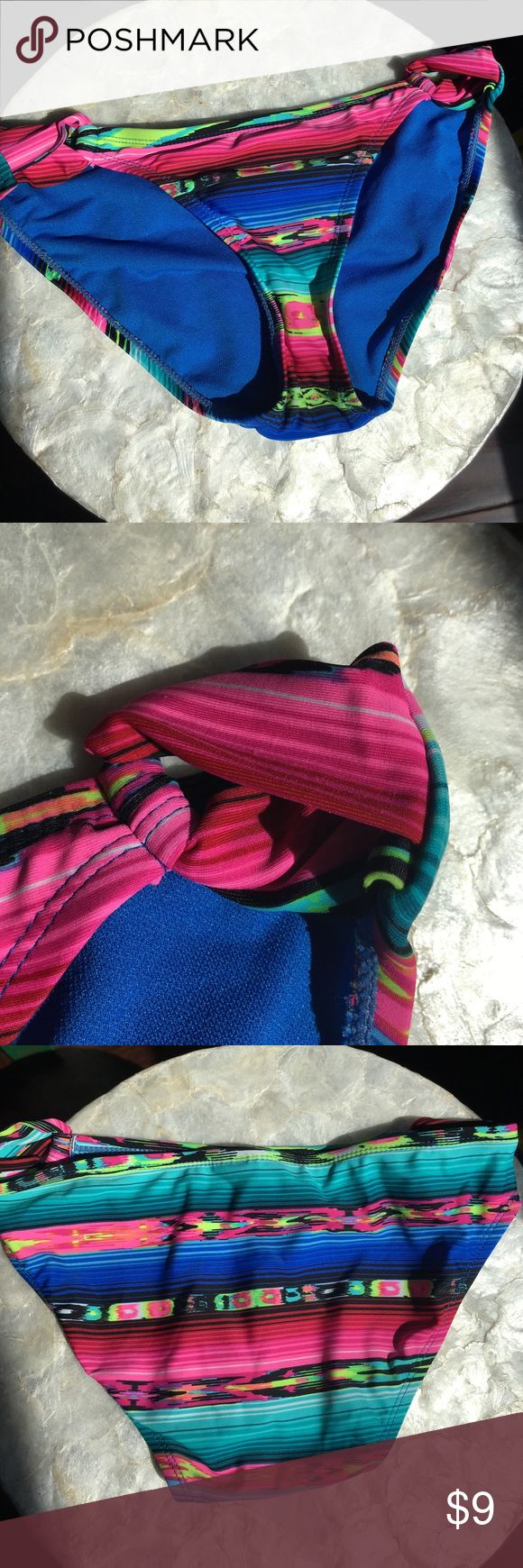 Swimsuit bikini bottoms. Size Small   Aztec print Trendy. Right Aztec bikini bottoms available.  Size Small.   Little if any wear---they are from a friend so I don't know for sure if they have been worn but I can't find any signs of wear.  Mismatched suits are super popular this year.      Great for bundling! Swim Bikinis