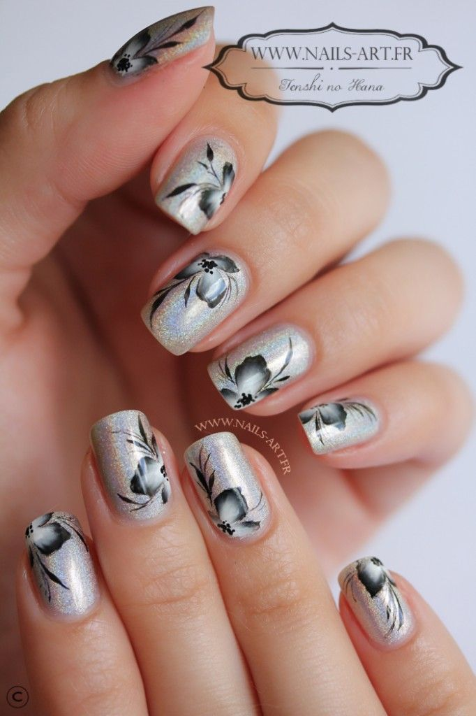 By Tenshi #nail #nails #nailart Holographic with one stroke.