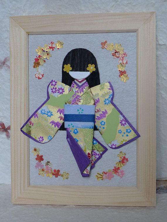 De cette poupée en origami japonais s'appelle Bob.  J'ai confectionné ces poupées mignonnes avec papiers Chiyogami (Yuzen) de haute qualité et une belle papiers d'art doté d'une grande variété de couleurs délicieux. Chaque poupée en origami est one-of-a-kind, comme il est fait à la main avec des papiers Chiyogami avec des motifs uniques frappantes.  Le cadre est un décalque parfait sur les murs d'une chambre d'enfants, une dame  commodes, ou un salon, un studio d'art, ou dans une boutique…