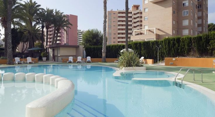 Holiday Inn Alicante Playa de San Juan Alicante The Holiday Inn is located 400 metres away from San Juan Beach in Alicante and 10 minutes' drive from the city centre. It has an outdoor pool, gym and sauna.