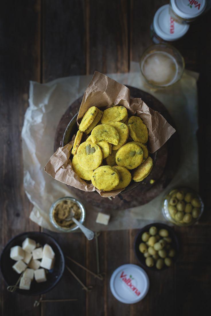 Biscotti salati alla curcuma e olive