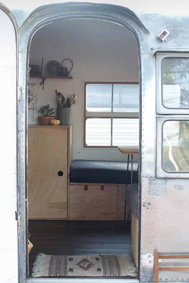 Un int rieur insolite airstream for Interieur d un couvent streaming