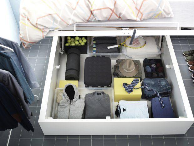 Wykorzystaj przestrzeń pod łóżkiem.