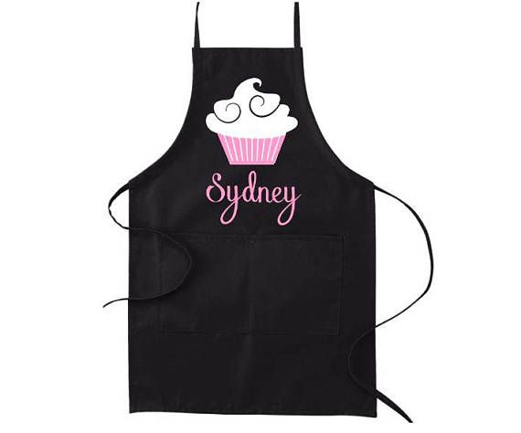 Aprons for Women, Personalized Apron, Christmas Gift for Mom, Cooking Apron, Kitchen Apron, Gift for Baker, Baking Gift, Custom Apron, #kitchendecor #giftsforher #giftsformom #holidayshopping
