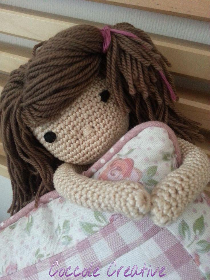 Cucù ecco una dolcissima bambolina realizzata interamente a mano da Coccole Creative!