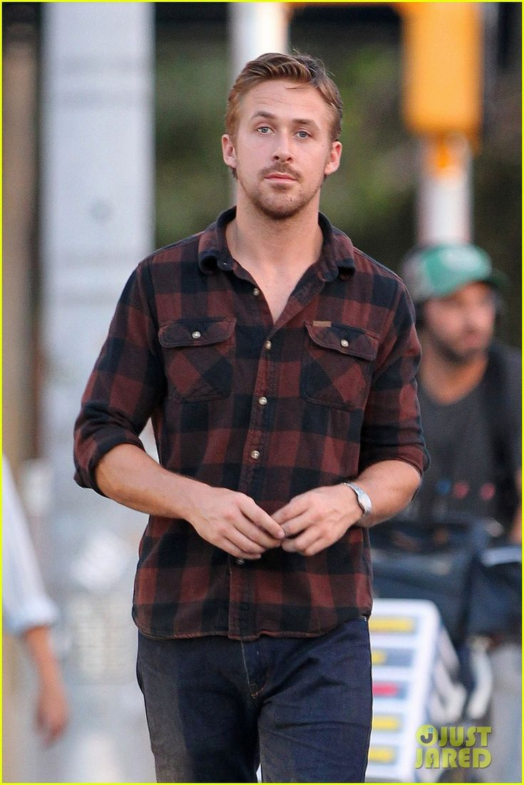 rooney mara pushes ryan gosling face on malick set 04