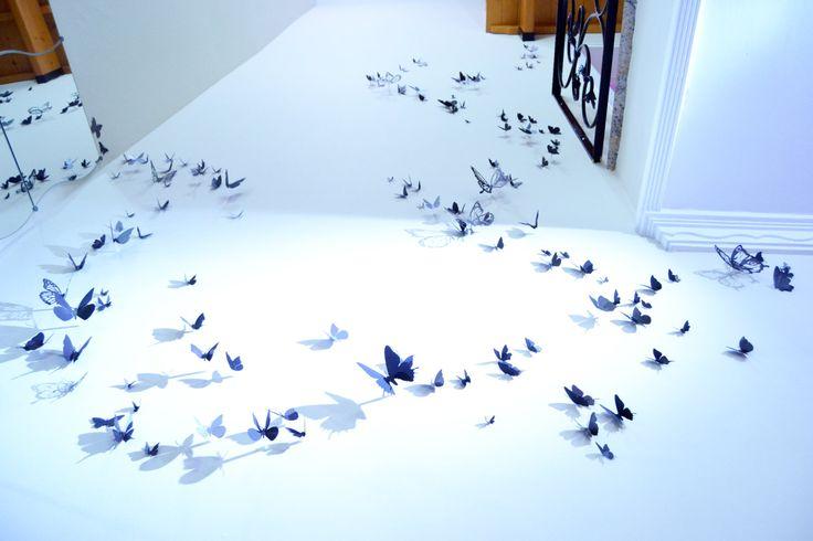 30 Mariposas 3D de papel pintado a mano, negro satinado y gris claro. Da vida a tu casa, a tu fiesta o haz un regalo bonito y divertido. de EydavyDesign en Etsy