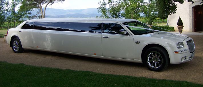 Wedding Toronto Limousine provides you personalized Limousine services with 100% customer satisfaction in Toronto.  Our cars are well-designed, built-in computers, high security system and fascinated interior.