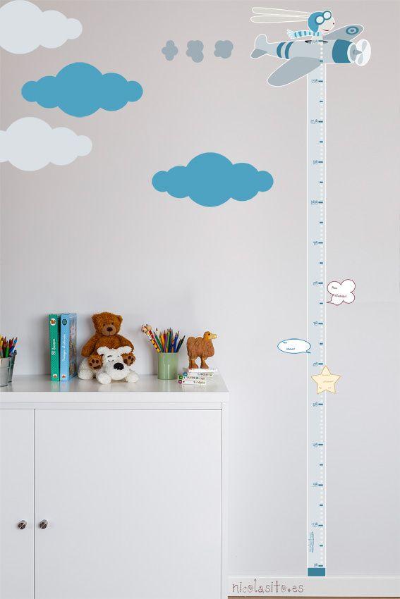 Foto pared con medidor infantil en vinilo aviador gris