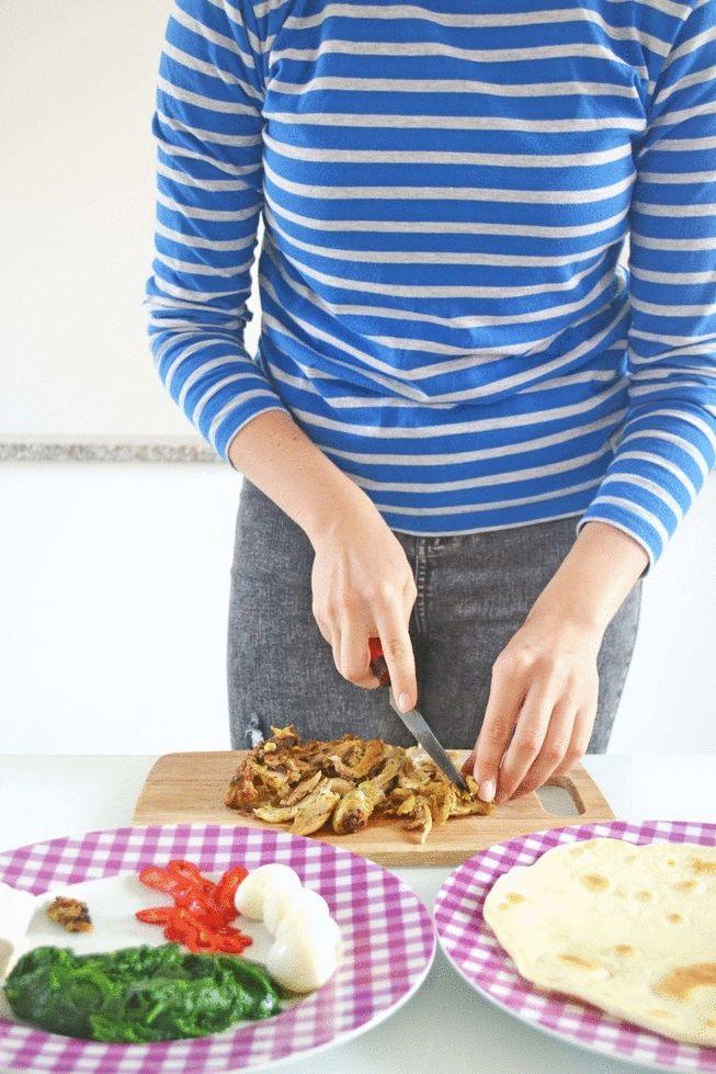 Piadina con formaggio fresco, spinacini, cosce di pollo, uova di quaglia e peperone dolce.gif