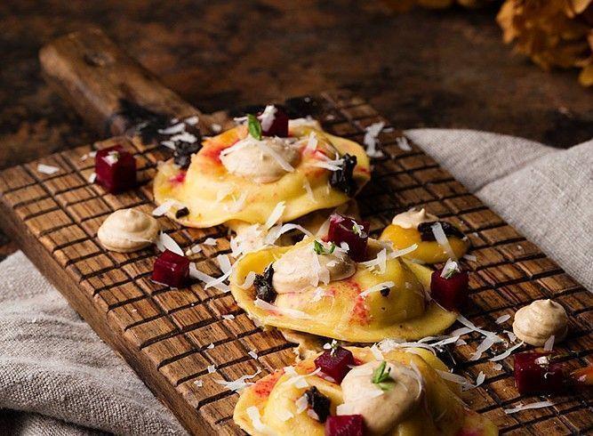 Pasta rellena de calabaza, #CebollaNegra y queso curado de @LosPedrochesES. Otra exquisitez de @CozarMiriam https://goo.gl/MG1zoT #recetas #gourmet #cocina