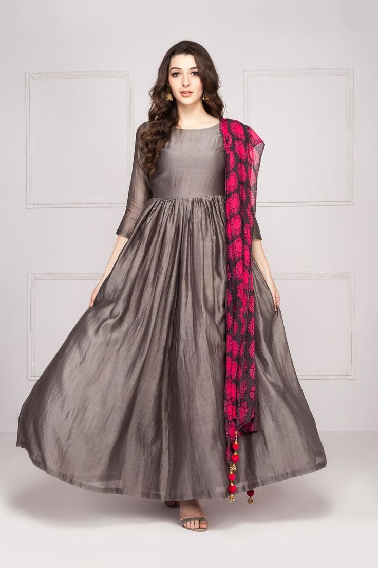Relaxed grey maxi dress with pink & grey sunflower printed dupatta