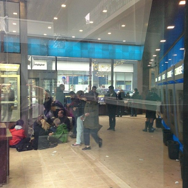 NYers finding #power where they can, pic huddles around outlet at Chase branch in #midtown #sandy