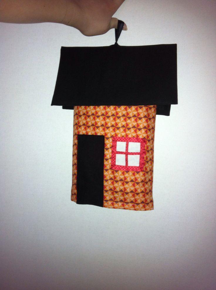 Brandfilt  Dressed fire blanket! Brandfilten ska finnas tillgänglig när den behövs, lätt maskerad är det roligare att låta den hänga på väggen!