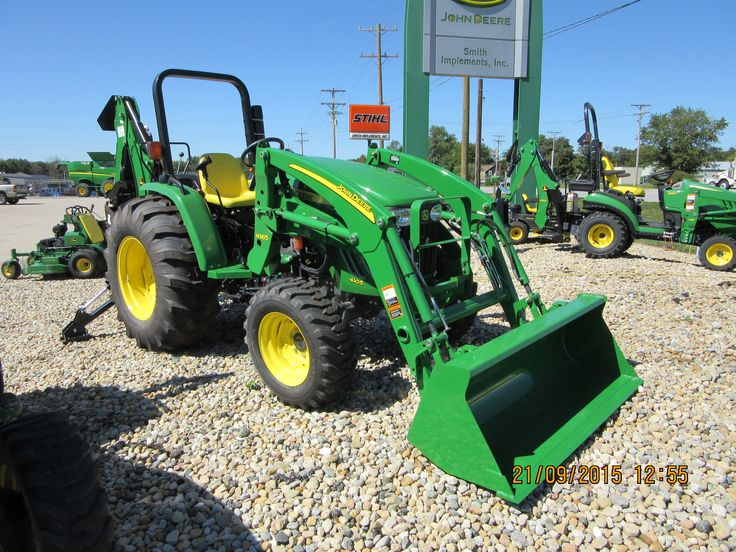 John Deere 4105 : John deere equipped with h loader