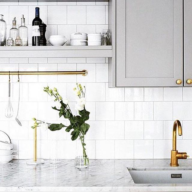 Still in kitchen mode...grey is always a winner and loving the brass details ✔️…