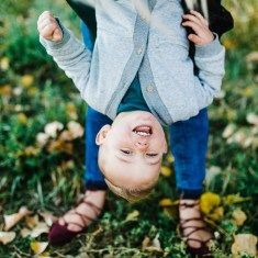 Cutest summer family pictures | utah family photographer | what to wear for family pictures | outfits for family pictures | pose ideas for family pictures | how to pose for family pictures | family pictures poses | best family pictures | family pictures c
