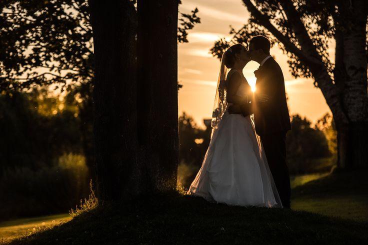 Az esküvő fotózás a főprofilom. Az esküvői képek az utókornak szólnak, a nagy esemény után kis idővel buzgón nézegeti őket a násznép és az ifjú házasok.