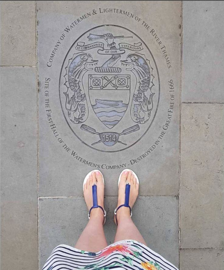Loving this picture girl! Thank you for sending it in! London with Slinks #slinksinlondon #londonlife #traveltheworld