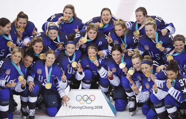 Team USA players hold up their gold medals as they pose after beating Canada in a shootout to win the women's ice hockey gold Feb. 22 in Gangneung, South Korea.  © BRIAN SNYDER/Reuters