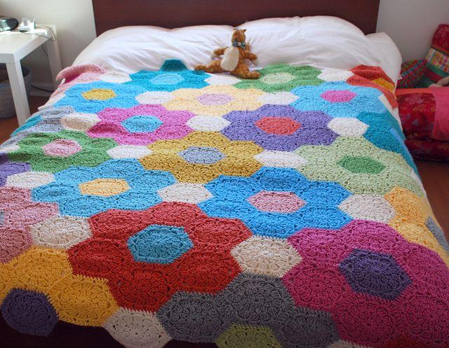 Hexagon Crochet so cute I want to make this: Crochet Blankets, Quilt, Crochet Afghans, Crochet Flower, Hexagon Crochet Love, Crocheted Afghan