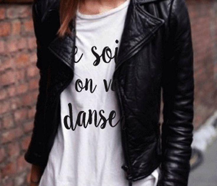 Wij zijn gek op deze t-shirts, stoer en toch heel elegant. Leuk te combineren met een cobert of leren jasje. - tutze.nl - words - tshirt - fashion