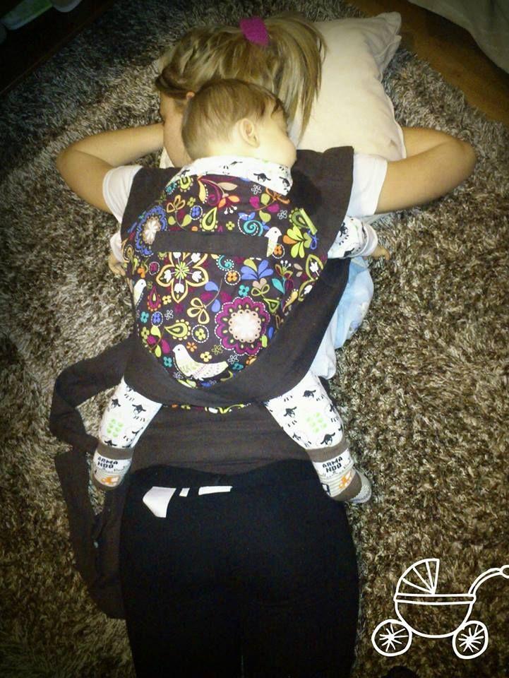 picture from: Barbara Kardinál-Lukács #liliputi #babycarrier #babywearing