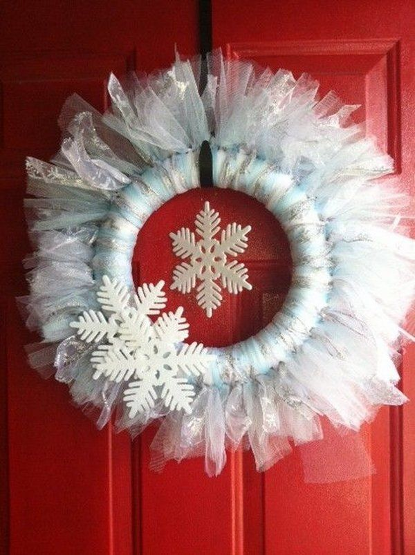 DIY christmas wreath ideas white tulle wreath snowflakes front door decoration