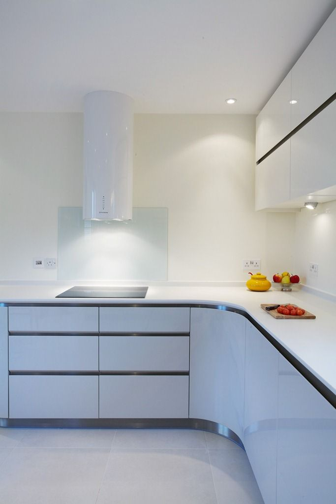 Cylindra in a total white kitchen to get the cooking area sophifisticated and refined. From Crofthouse showroom, Cambridge (UK) by Thomas Hinton