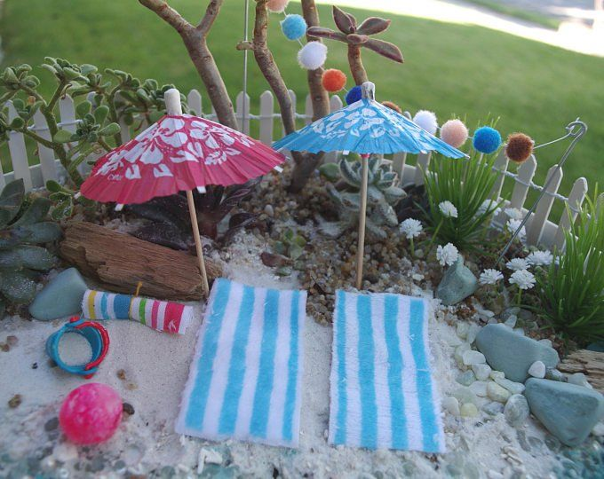 Miniature FAIRY GARDEN Accessories ~ Mini Rustic Red /& White Beach Umbrella NEW