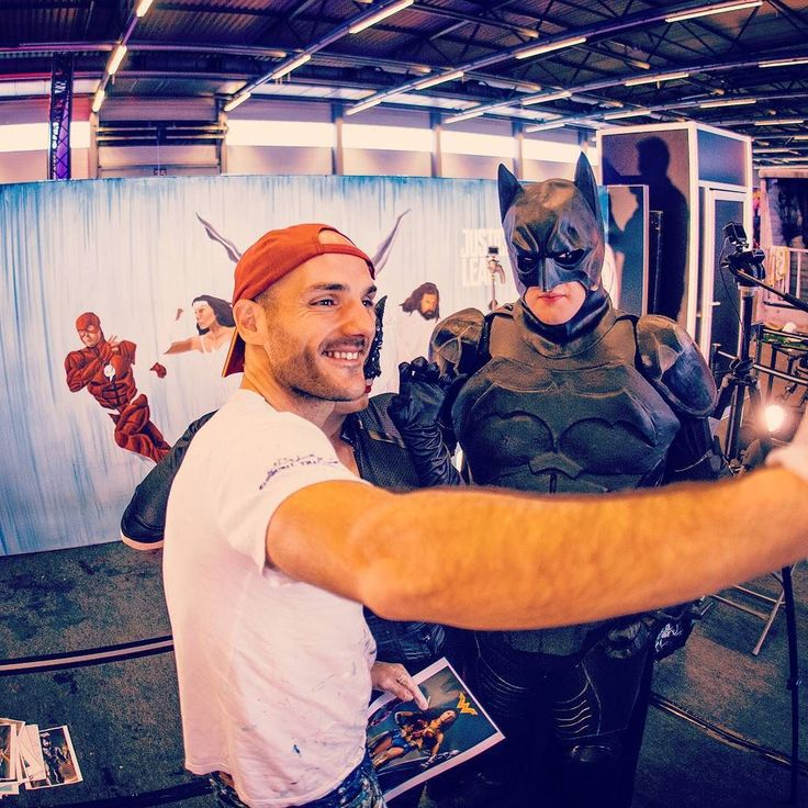 Selfie with Batman :) #justiceleague #painting #peinture #film #movie #art #warnerbros #project #actor #character #superhero #liveperformance #cyborg #aquaman #superman #flash #wonderwoman #batman #music #drawing #dessin #music #cinema #ugc #kinepolis @warnerbrosbelgium @facts @barnyard_be
