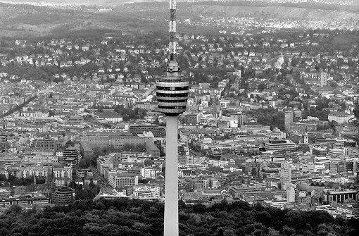 Um den schlechten Fernsehempfang im Stuttgarter Kessel zu verbessern, baute der  Süddeutsche Rundfunk  einen Fernsehturm – und schenkte den Stuttgartern ein neues Wahrzeichen. In der folgenden Bilderstrecke dokumentieren wir die Historie des Stuttgarter Fernsehturms. Foto: Steinert