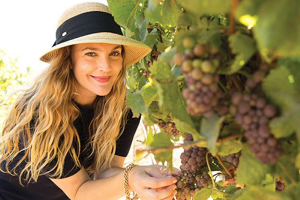 Drew Barrymore Promotes  Drew Barrymore Promotes Wine For First Post-Divorce Appearance   Edit description     Drew Barrymore Promotes Wine For First Post-Divorce Appearance #DrewBarrymore #Wine