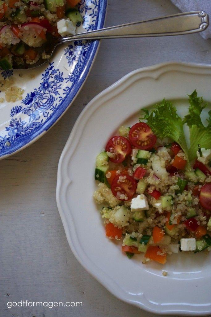 quinoasalat: 4 dl avkjølt ferdigkokt quinoa ½ paprika ¼ agurk 4 reddiker ¼ honningmelon 6 cherrytomater 1 ss frisk mynte 75 g fetaost 2 ss god olivenolje smak til med salt, pepper og presset sitron