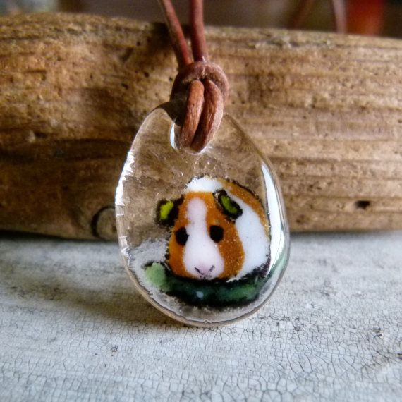 Love how realistic this glass pendant is.