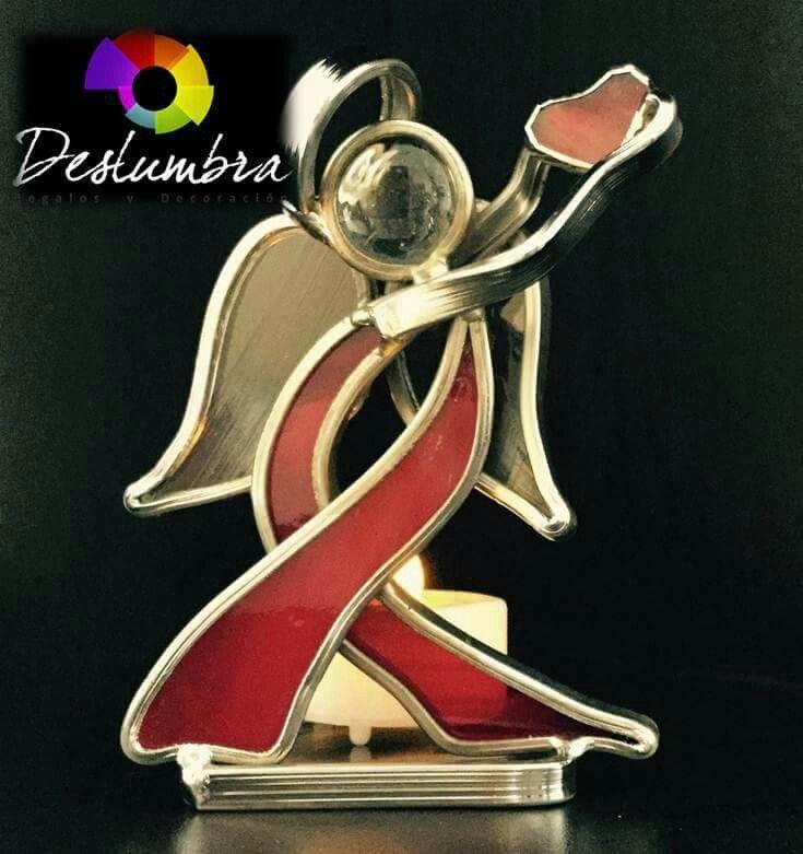 Angel en vitral. Simbolo de la lucha contra el sida.