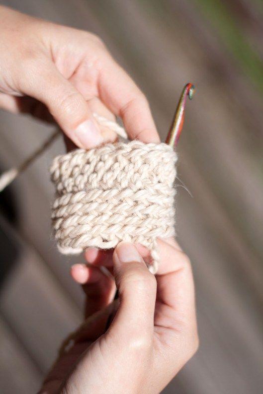 Bosnian crochet, Sheperd´s knitting or single crochet in English. Pjoning in Norwegian. Learn how to do it here. Tutorial in Norwegian.