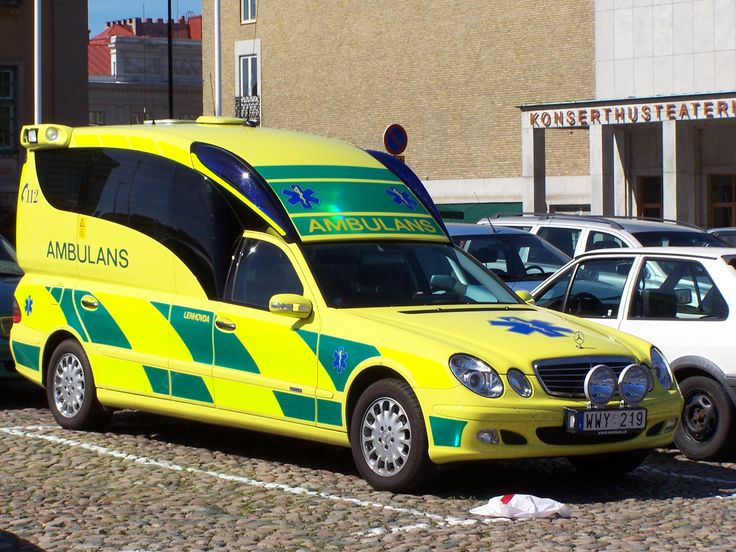 Swedish ambulance kronoberg mercedes benz e class for Mercedes benz training and education