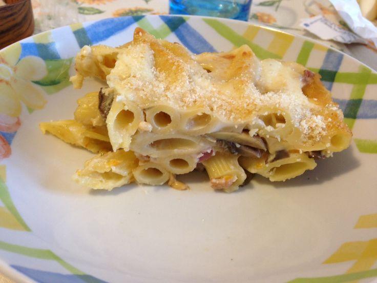 Pasta gratinata con funghi, pancetta e besciamella, ricetta primi piatti http://blog.giallozafferano.it/avvaifornelli/pasta-gratinata-con-funghi/