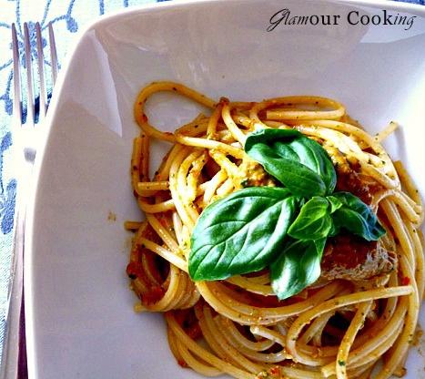 Glamour Cooking: Pesto pomodorini secchi e basilico