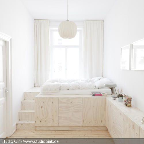 In einer Wiesbadener Altbauwohnung verhilft das Designstudio Oink dem guten alten Einbauschrank zum verdienten Comeback und nutzt mit cleveren Einbaulösungen jede …