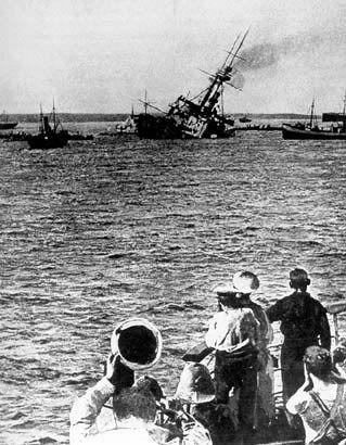 ✿ ❤ ÇANAKKALE GEÇİLMEZ !! 18 Mart 1915 ! Çanakkale de düşman gemisi batarken...