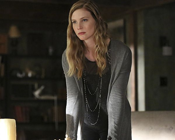 Elizabeth Blackmore as her character in Vampire Diaries.